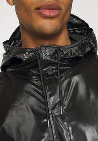 Rains - LONG JACKET UNISEX - Vodotěsná bunda - shiny black - 5