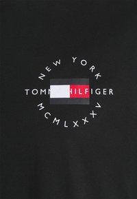 Tommy Hilfiger - CIRCLE CHEST CORP TEE - Basic T-shirt - black - 2