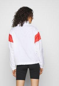 Nike Sportswear - LIGHTWEIGHT JACKET - Lett jakke - white/track red/black - 2