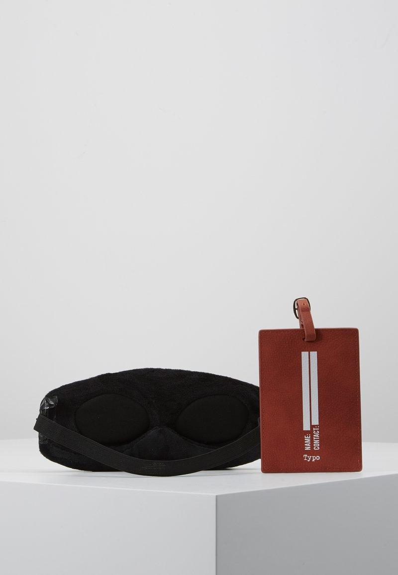 TYPO - LUGGAGE TAG EYEMASK SET - Travel accessory - copper/black