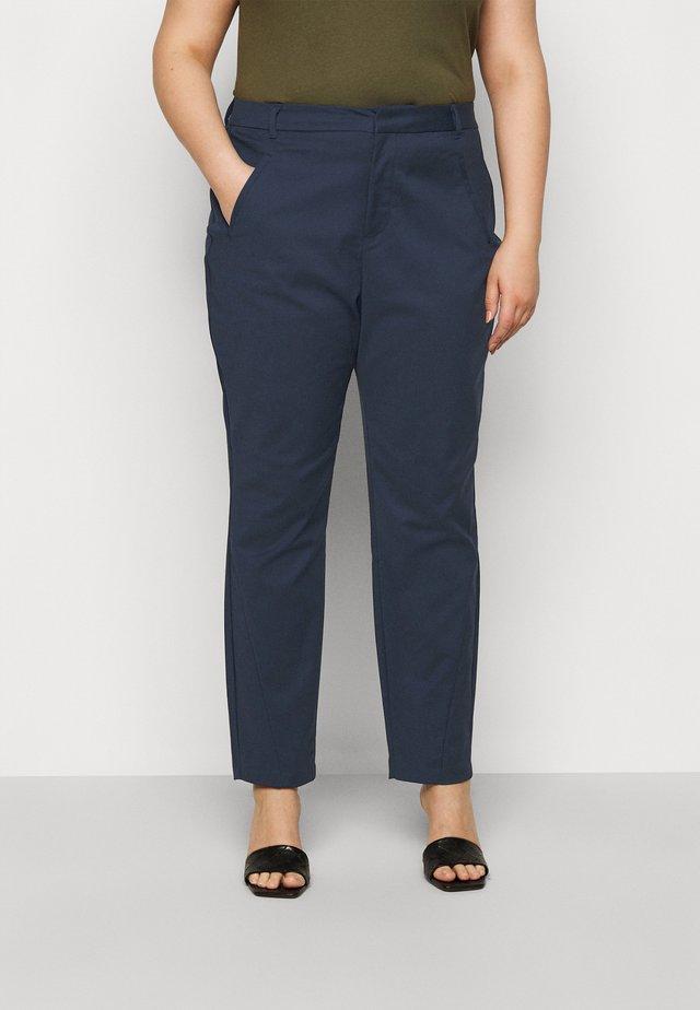 VMVICTORIA ANTIFIT ANKLE PANTS - Pantaloni - navy blazer