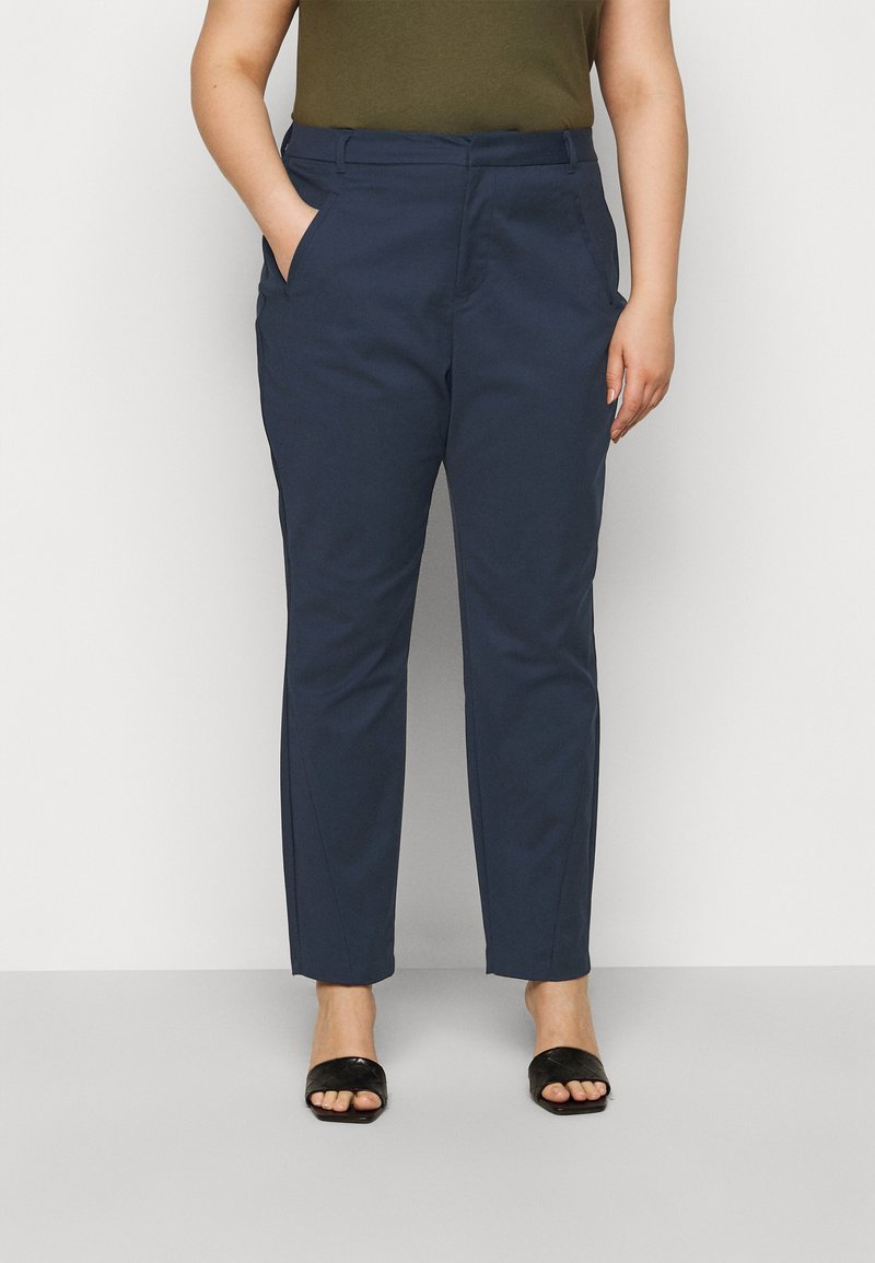 Vero Moda Curve - VMVICTORIA ANTIFIT ANKLE PANTS - Trousers - navy blazer