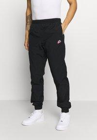 Nike Sportswear - PANT SIGNATURE - Spodnie treningowe - black - 0
