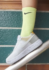 Nike Sportswear - AIR FORCE 1 CRATER - Baskets basses - white/orange - 2