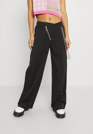 DROPOUT PANT - Kalhoty - black