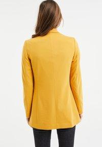 WE Fashion - REGULAR FIT - Blazer - mustard yellow - 2