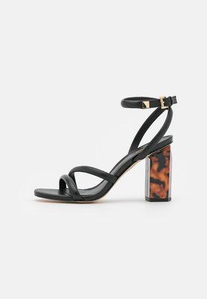 HAZEL ANKLE STRAP - Sandaalit nilkkaremmillä - black