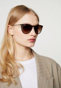 Ray-Ban - 0RB4171 ERIKA - Sunglasses - braun - 3