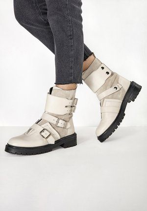 Cowboy/biker ankle boot - off white owt