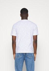 Scotch & Soda - CLASSIC ALLOVER PRINTED TEE - Print T-shirt - white/blue - 2