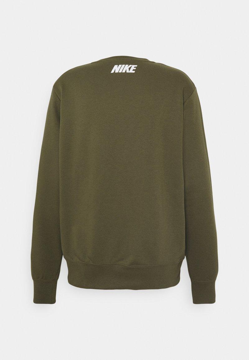 Nike Sportswear - REPEAT CREW - Sweatshirt - medium olive