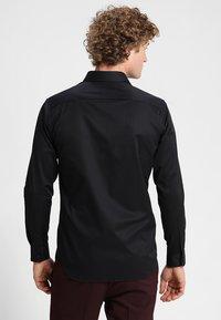 Selected Homme - PELLE - Business skjorter - black - 2