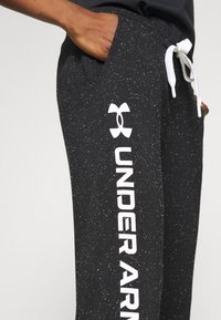 Under Armour - RIVAL SHINE JOGGER - Joggebukse - black - 4