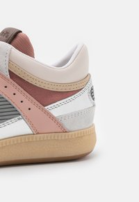 Coach - CITYSOLE METALLIC MID TOP - Sneaker high - silver/pale blush - 6