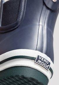 Vero Moda - VMANDREA BOOT - Wellies - navy blazer - 2