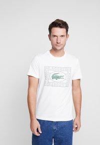 Lacoste - TH5097-00 - Print T-shirt - farine - 0