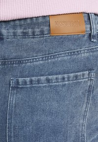 Missguided Plus - DISTRESSED DETAIL WASHED  - Relaxed fit jeans - blue - 3