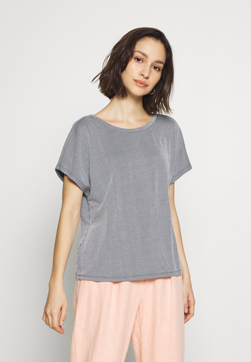 ONLY - ONLSHIRLEY STRING BACK TOP - T-shirt con stampa - night sky/cloud dancer
