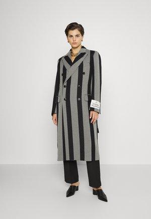 STEPS COAT - Classic coat - black/white