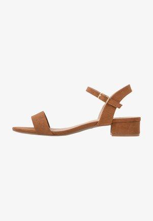 SPRIGHTLY LOW BLOCK HEEL - Sandals - tan