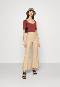 Fashion Union - LANDON - T-shirt basique - red - 1