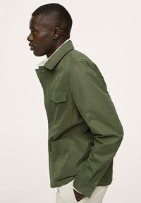 Mango - WASSERABWEISENDE - Summer jacket - khaki - 5