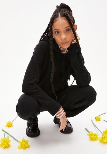 BRIANAA - Hoodie - black
