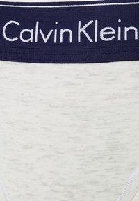 Calvin Klein Underwear - MODERN THONG - Stringit - snow heather/purple - 6