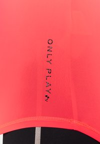ONLY Play - ONPPERFORMANCE TRAINING  - Sports shirt - fiery coral/black - 4