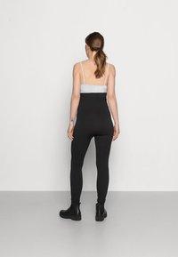 Pieces Maternity - PCMRENNY SEAMLESS LEGGING LOUNGE  - Leggings - black - 2