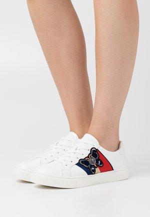 LARERISA - Sneaker low - white