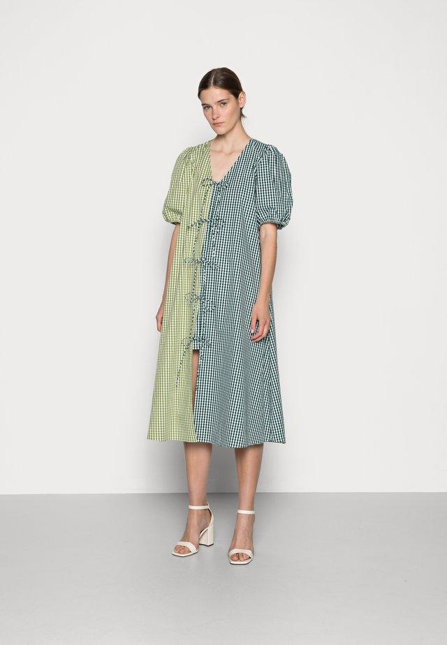 FRANKIE DRESS - Denní šaty - green