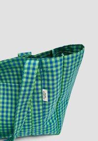 PULL&BEAR - KARIERTE - Tote bag - green - 3