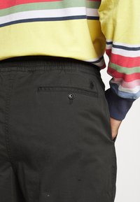 Polo Ralph Lauren - RELAXED FIT POLO PREPSTER PANT - Chinos - black mask - 7
