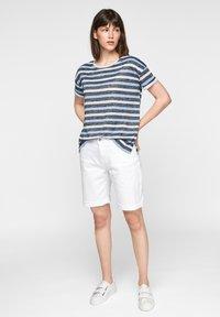 comma casual identity - Print T-shirt - dark blue stripes - 1