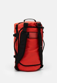 The North Face - BASE CAMP DUFFEL S UNISEX - Sports bag - flare/black - 5