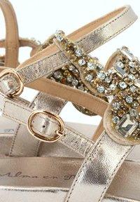 Alma en Pena - SIENA - Ankle cuff sandals - gold - 5