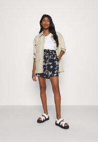 Vero Moda - Shorts - navy blazer - 1