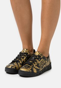 Versace Jeans Couture - Trainers - black - 0