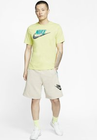 Nike Sportswear - FESTIVAL ALUMNI - Shorts - string/laser blue/black - 1