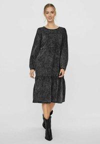 Vero Moda - Denim dress - black - 1