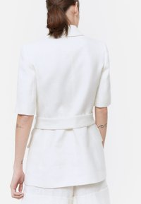 Uterqüe - MIT GOLDFARBENEN KNÖPFEN - Short coat - white - 2