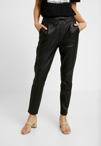 Vero Moda - VMEVA LOOSE STRING COATED PANT - Bukse - black - 0
