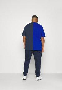 Tommy Jeans Plus - Tracksuit bottoms - twilight navy - 2