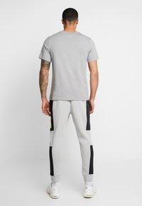 Nike Sportswear - M NSW NIKE AIR PANT FLC - Tracksuit bottoms - smoke grey/black/volt - 2