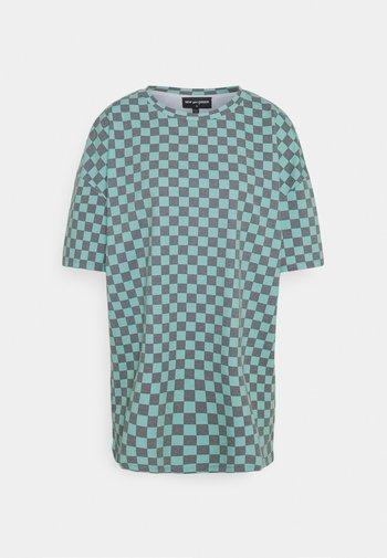 CHECKERBOARD TEE - T-shirts med print - black/teal