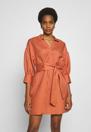 YOUKO DRESS - Blousejurk - cedar wood