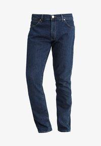 Wrangler - LARSTON - Slim fit jeans - darkstone - 4