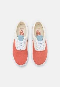 Vans - ERA PLATFORM - Trainers - pastel/true white - 5