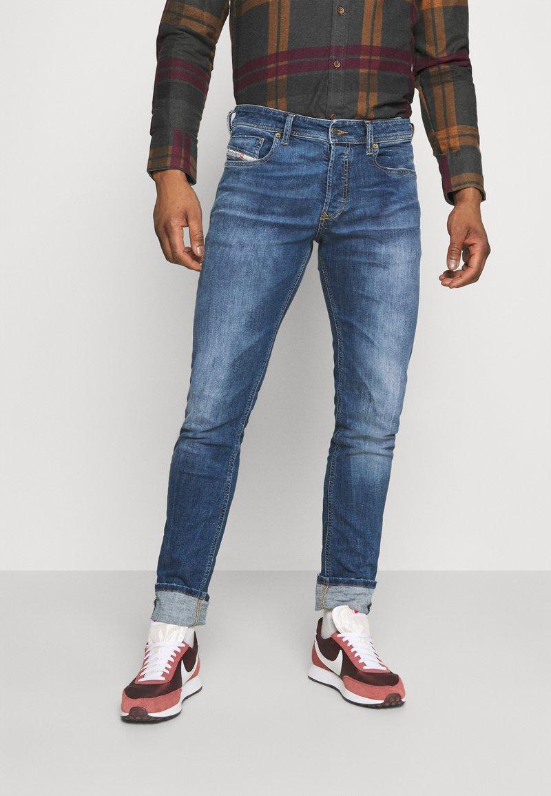 Diesel - SLEENKER - Jeans Skinny Fit - medium blue